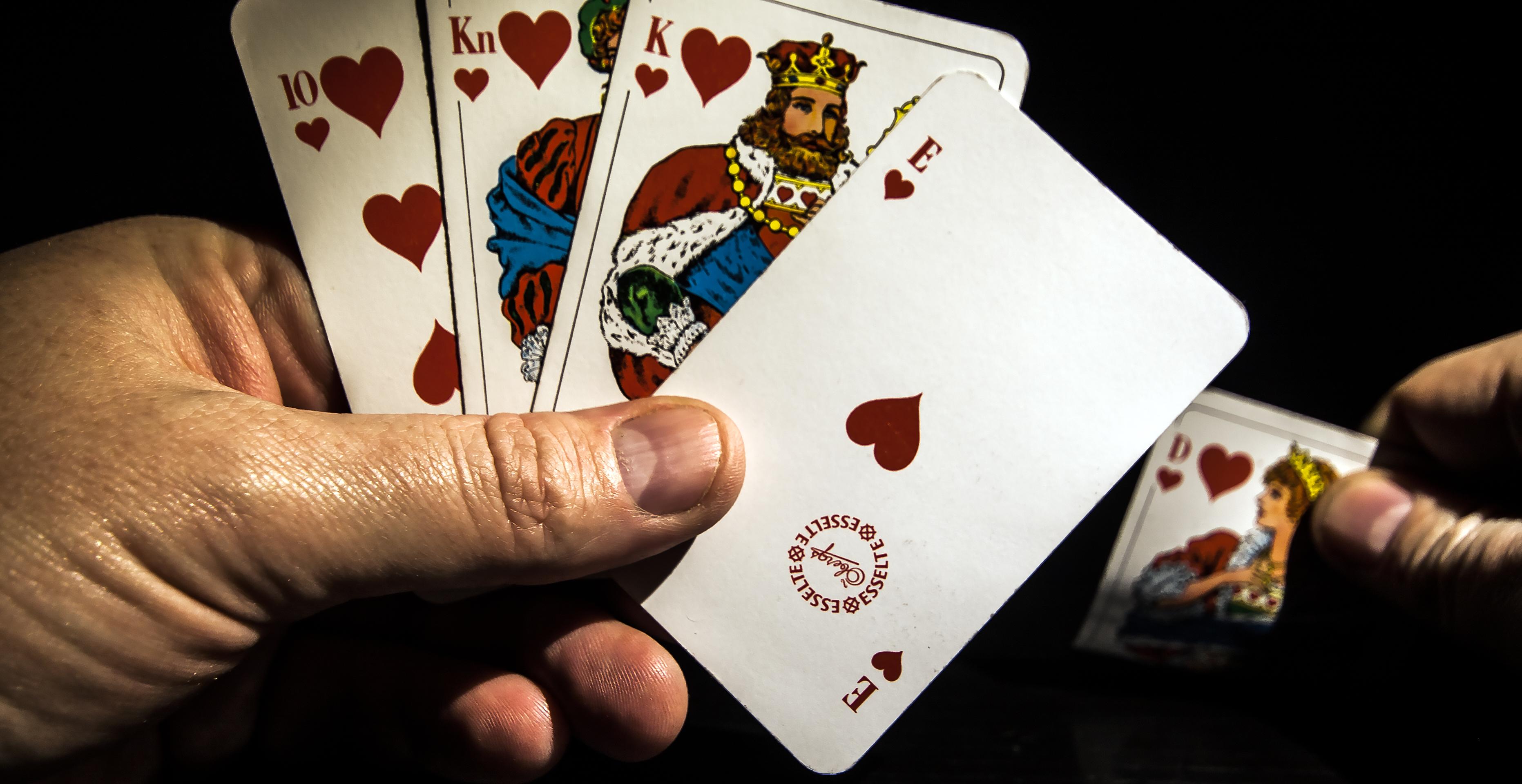 Kortspel slå på högen casino garanterar