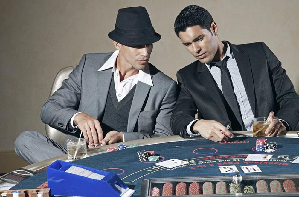 Spela bordsspel på table